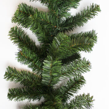 9-foot Deluxe Canadian Artificial Christmas Garland